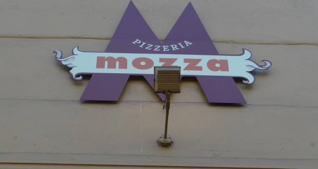 Pizzeria Mozza Review: Standard Pies At LA Hotspot